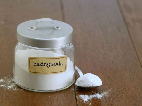 Add baking soda to aquarium water